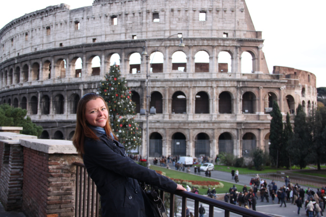 colosseo girl roma italia