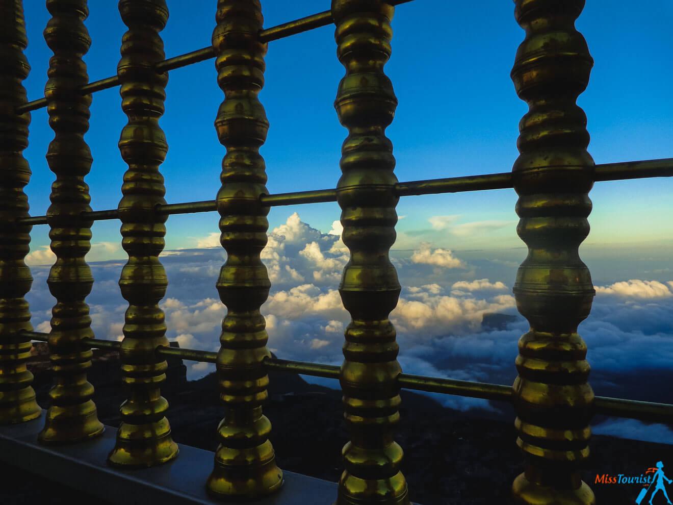 sri lanka adams peak clouds