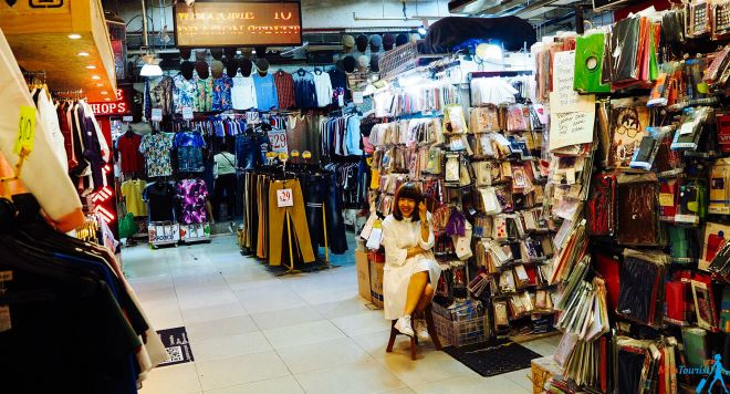 13 Bugis street shopping in Singapore