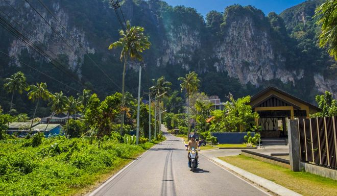 9 Things To Do On Koh Phangan scooter