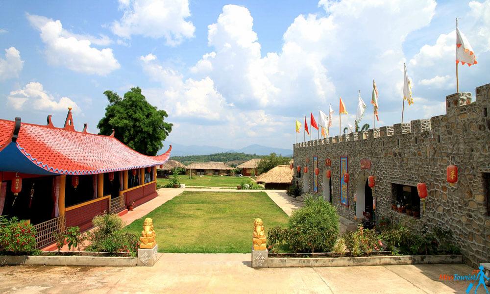 pai chinese village