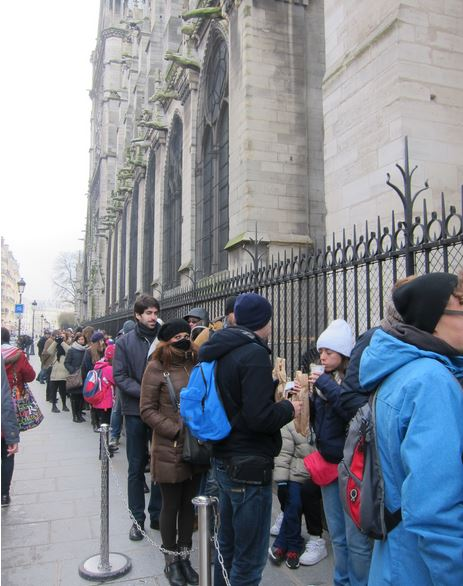 Notre dame towers paris queue