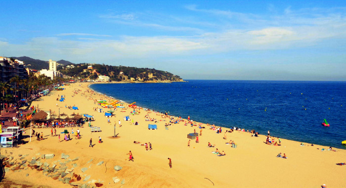 beach lloret de mar season