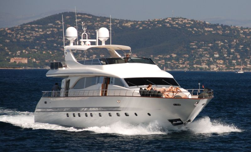 private yacht saint tropez