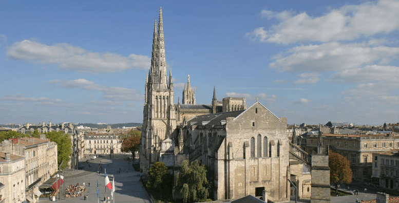 Tour Pey-Berland bordeaux travel guide