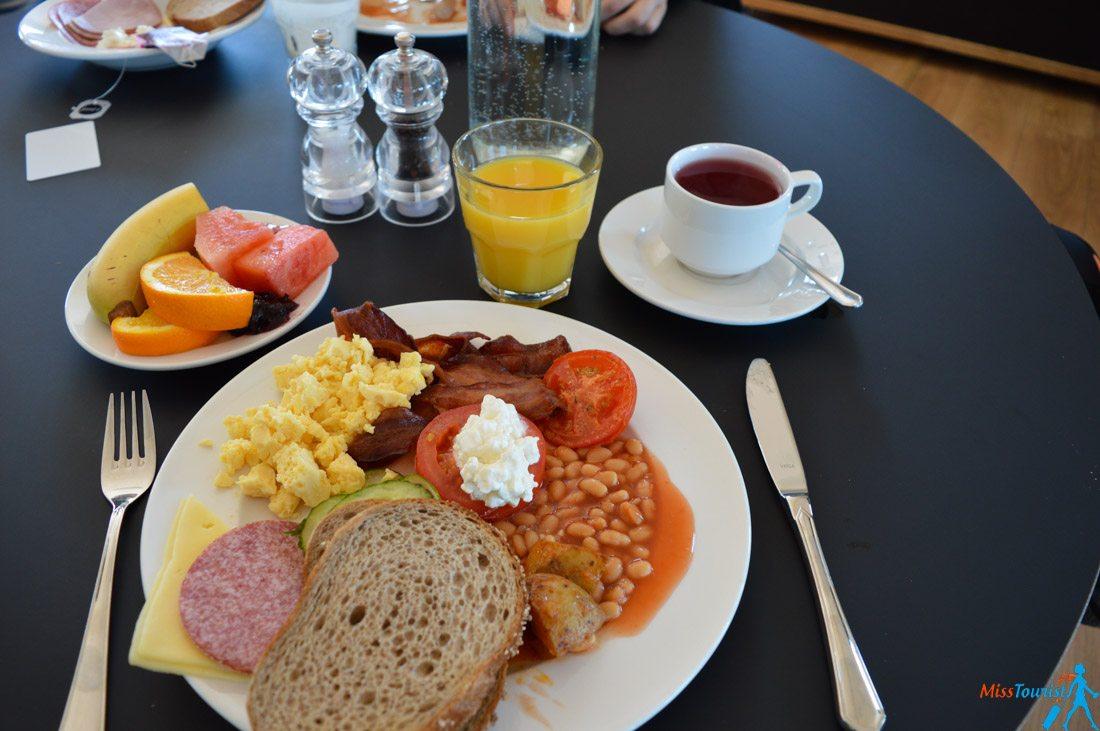2 stracta hotel breakfast