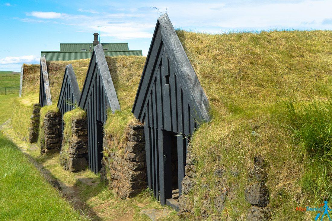 3 Kledar turf houses