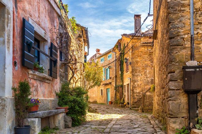 8 Charming Towns In Istria Croatia You Should Visit groznjan 2