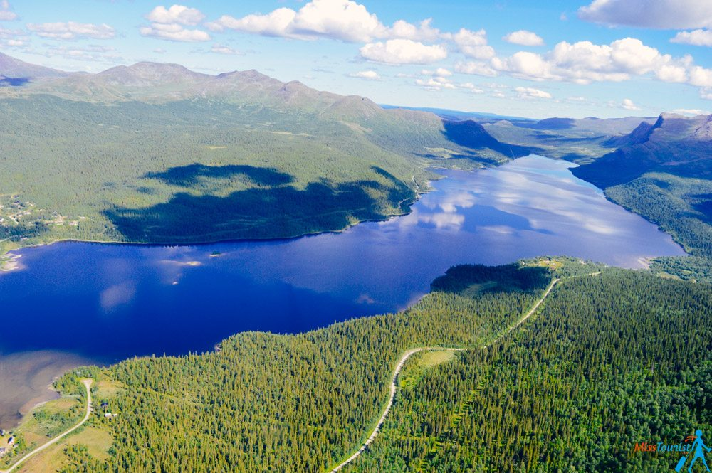 lakes-swedish-lapland-helicopter-ride