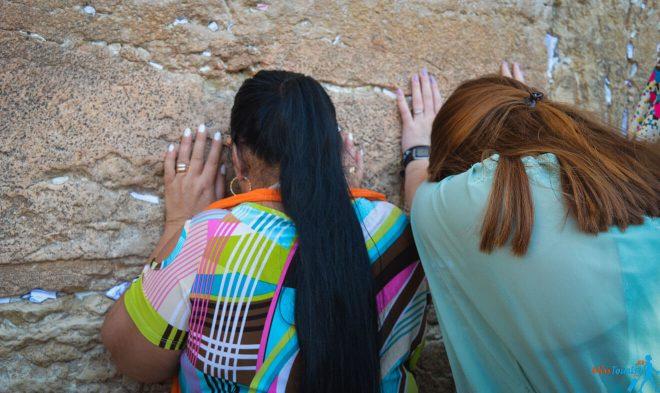 1 Western Wall in Jerusalem praying people