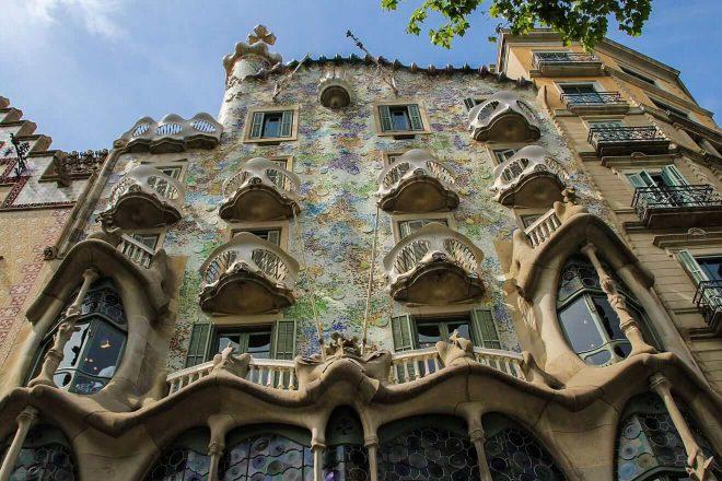 2 Casa Batlló facade skip the line