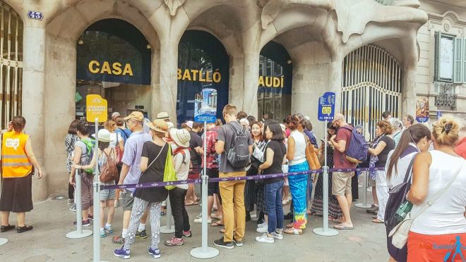 2 Casa Battlo queues Barcelona