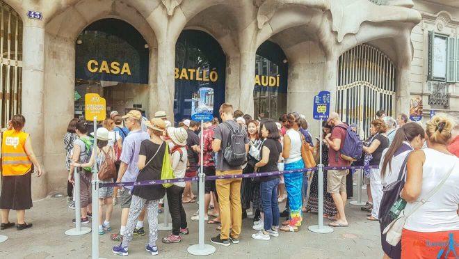 2 Casa Battlo queues Barcelona
