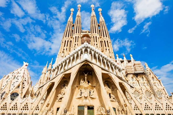 6 Mistakes to Avoid Before Visiting Sagrada Familia in Barcelona 5 sagrada familia towers