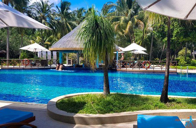 3 Amazing Resorts In The Maldives Bandos pool