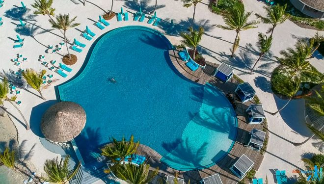 3 Amazing Resorts In The Maldives Kandima pool 5