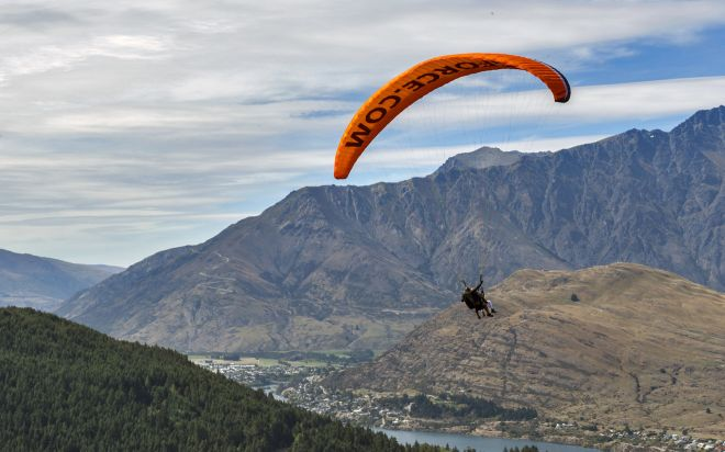 Ultimate South Island Road Trip in New Zealand queenstown parasailing