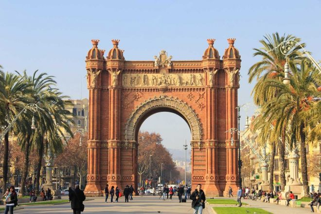 Barcelona Passes – which one is worth the money arc de triomphe