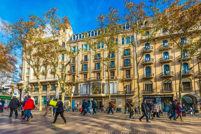 5 Neighborhoods To Stay In Barcelona (And Best Hotels Recommendations For Each Of Them!) la rambla