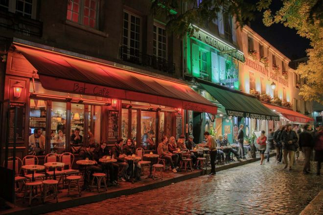 5 Neighborhoods To Stay In Paris + Hotel Recommendations for Each - Montmartre