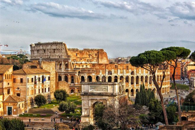 6 most crowded places in Rome and how to avoid the line 2 colosseum 1