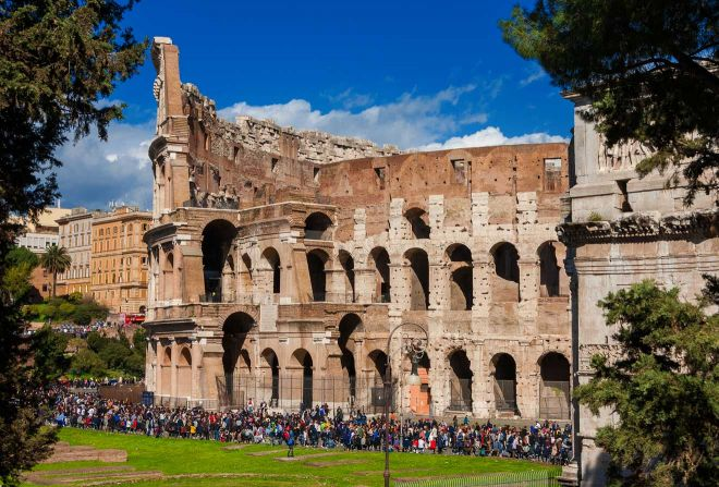 6 most crowded places in Rome and how to avoid the line 2 colosseum line