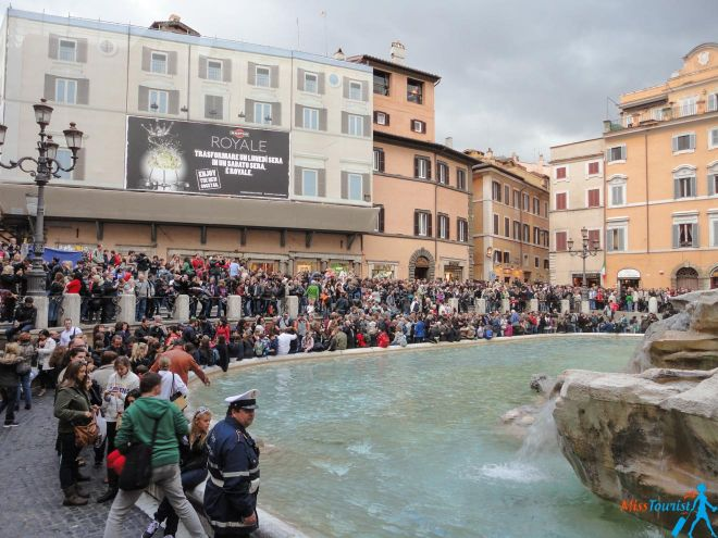6 most crowded places in Rome and how to avoid the line fontana di trevi after