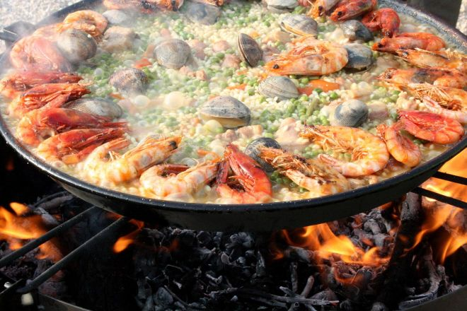 Going Out In Barcelona Best Restaurants Bars And Nightclubs paella