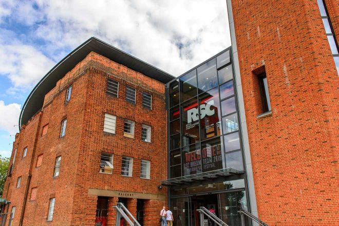 11 Best Things to do in Stratfod-Upon-Avon Royal Shakespeare Company building