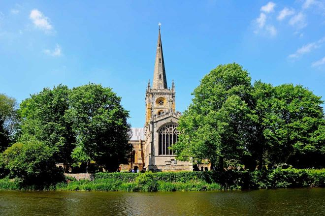 11 Best Things to do in Stratfod-Upon-Avon holy trinity church