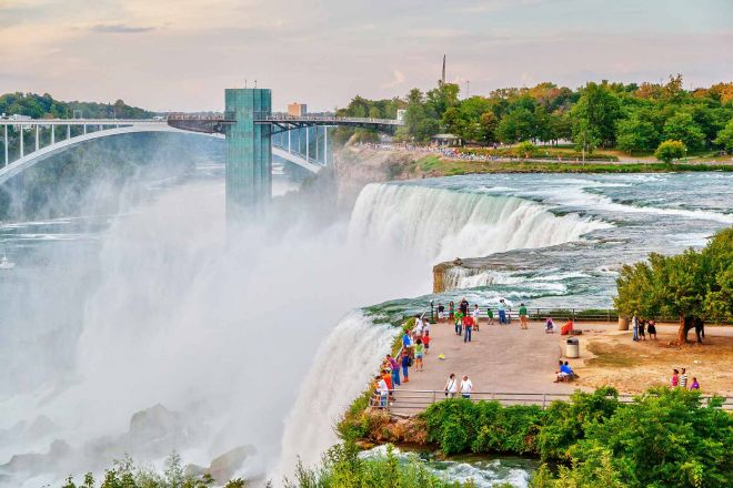 8 things you should know before renting a car in Canada niagara falls scenery