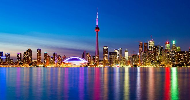 8 things you should know before renting a car in Canada toronto tv tower