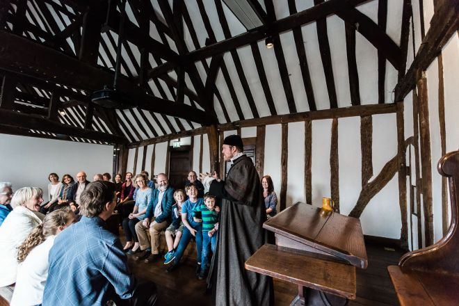 11 Best Things to do in Stratfod-Upon-Avon Shakespeare's Schoolroom & Guildhall 1