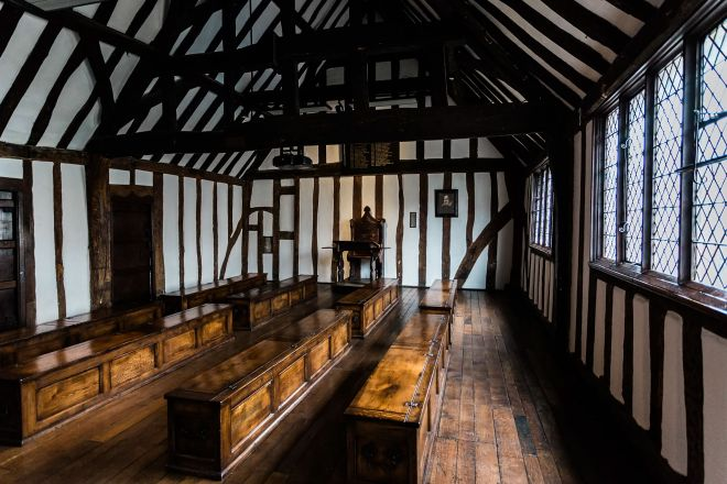 11 Best Things to do in Stratfod-Upon-Avon Shakespeare's Schoolroom & Guildhall 2