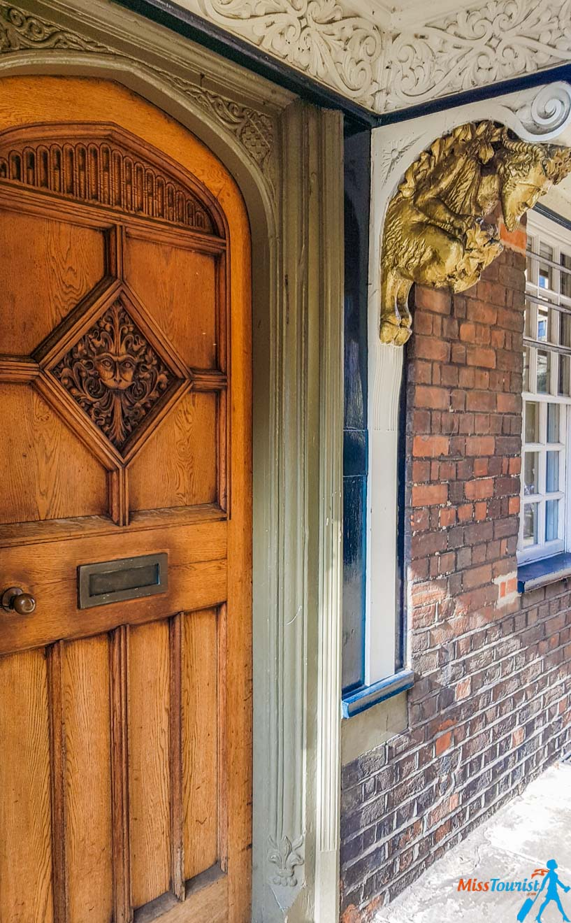 11 Things to do in Oxford narnia door