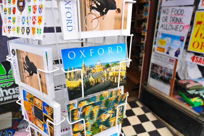11 Things to do in Oxford souvenirs
