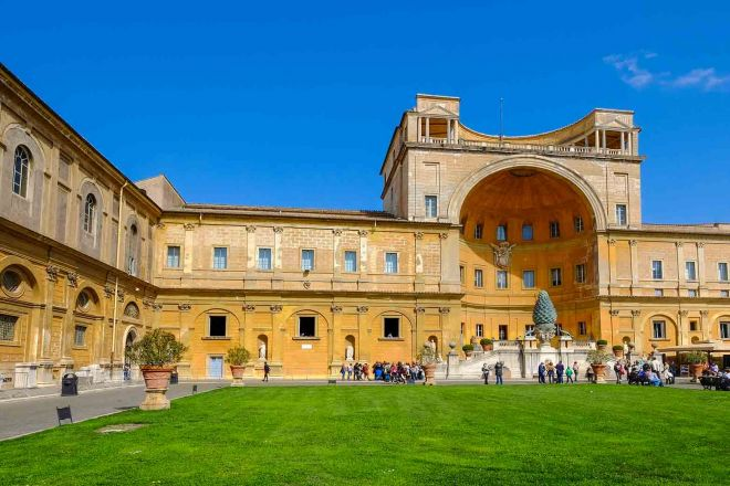How To Avoid The Long Lines At Vatican Museums in Rome, Italy 1