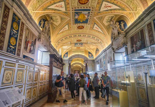 How To Avoid The Long Lines At Vatican Museums in Rome, Italy 6