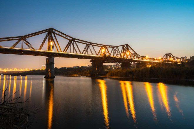 Visit Long Bien Bridge