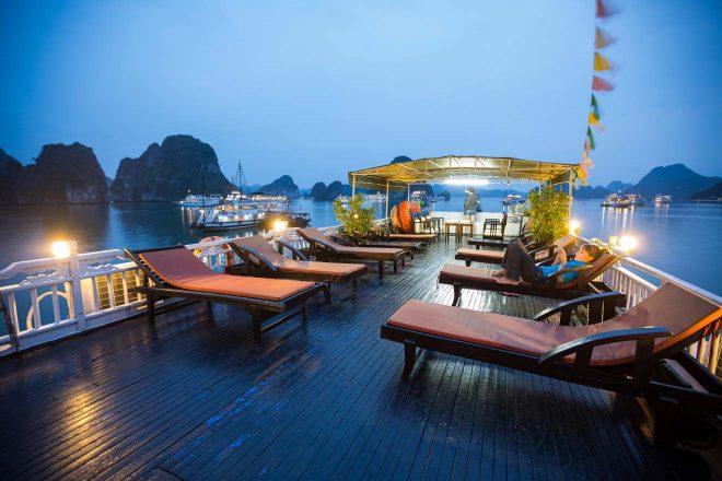 halong bay boat cruise