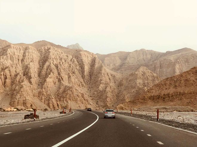 dubai mountain car road