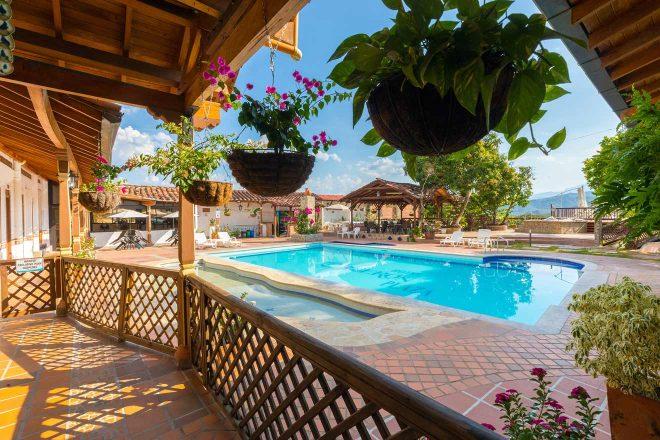 swimming pool hotel medellin