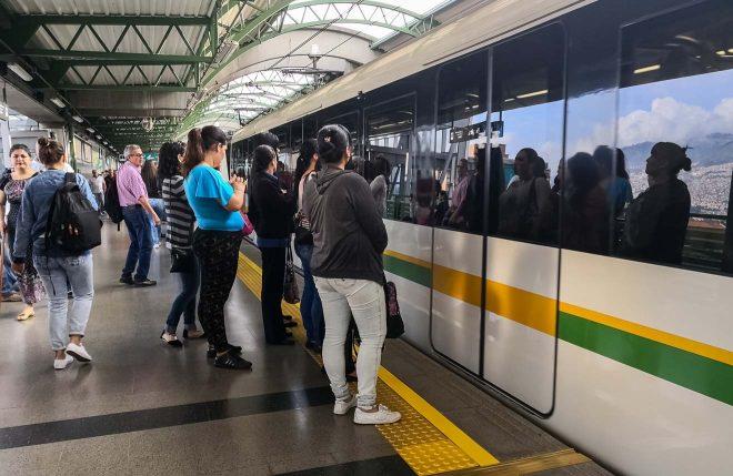 medellin metro passengers