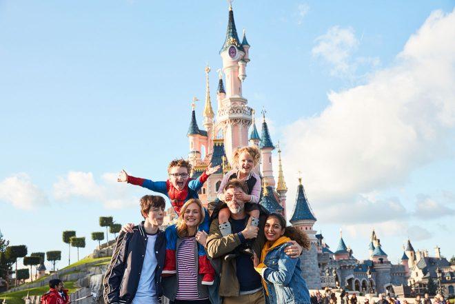 disneyland paris happy family