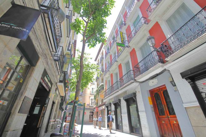 madrid narrow street