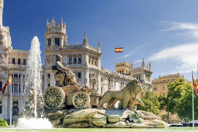 fountain of cibeles in madrid