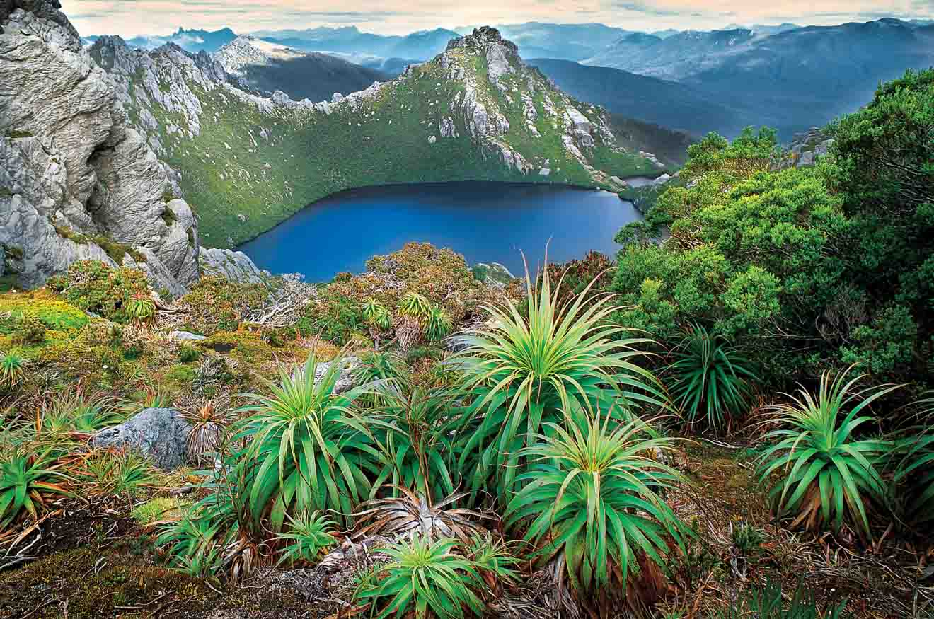 Lake Oberon Western Arthur Range tasmania tourist attraction