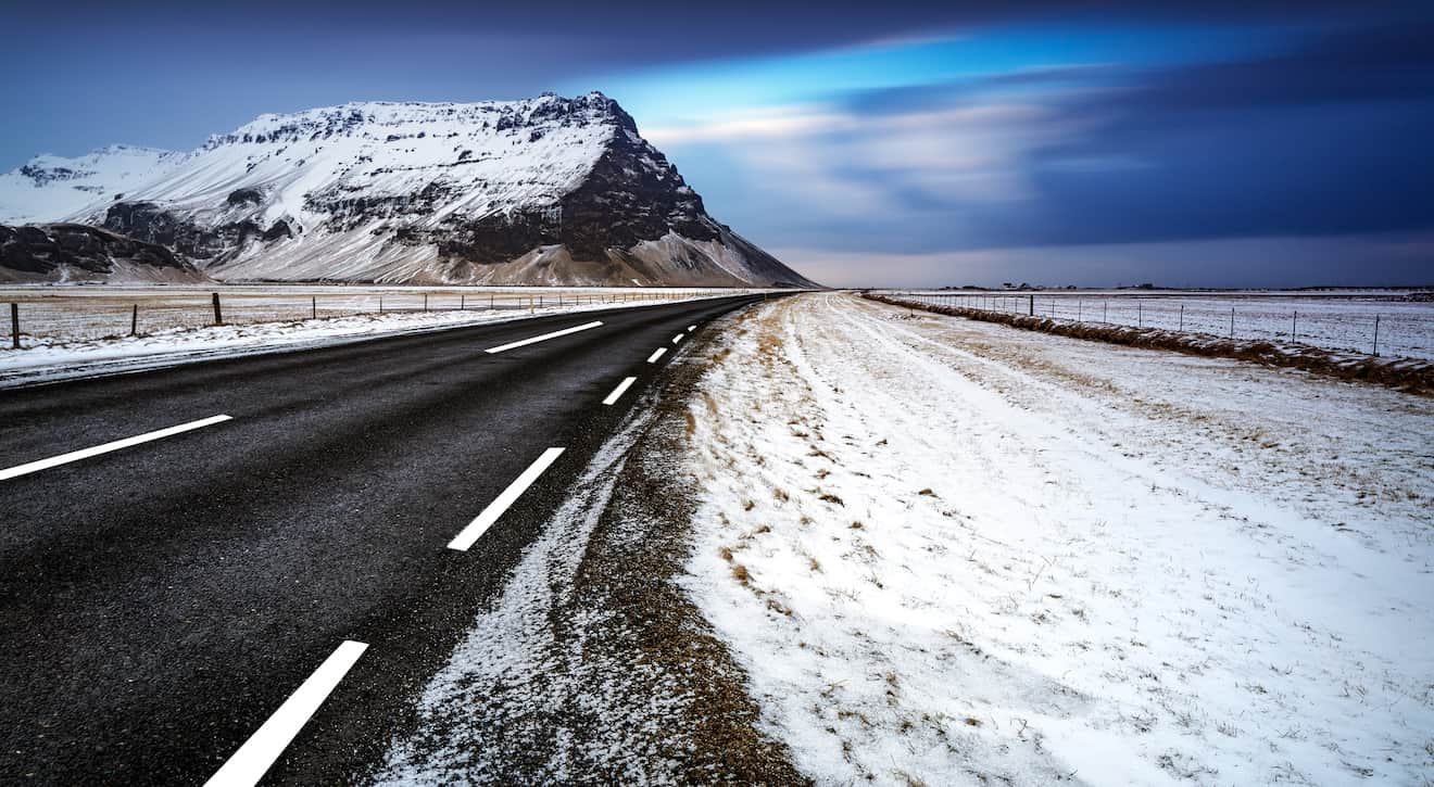 Driving-in-iceland-in-the-winter